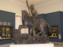 A Kolozsvári testvérek sárkányölő Szent György lovasszobrának másolata a Magyar Nemzeti Múzeumban.