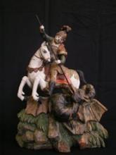 Sárkányölő Szent György szobor Anyaga: feltehetően hársfa Befoglaló méretei: 43 cm magas, 34 cm széles, 11,5 cm mély Leltári szám: 92054 a ló hátoldalán alul (beütve és kézzel írott)  Készítési ideje: feltételezhetően XIX.sz.  Tulajdonosa: Néprajzi M