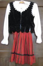 Kislány székelyruha / Adományozó: Incze Iné-Erzsébet